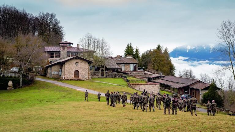 Soldats sur la colline